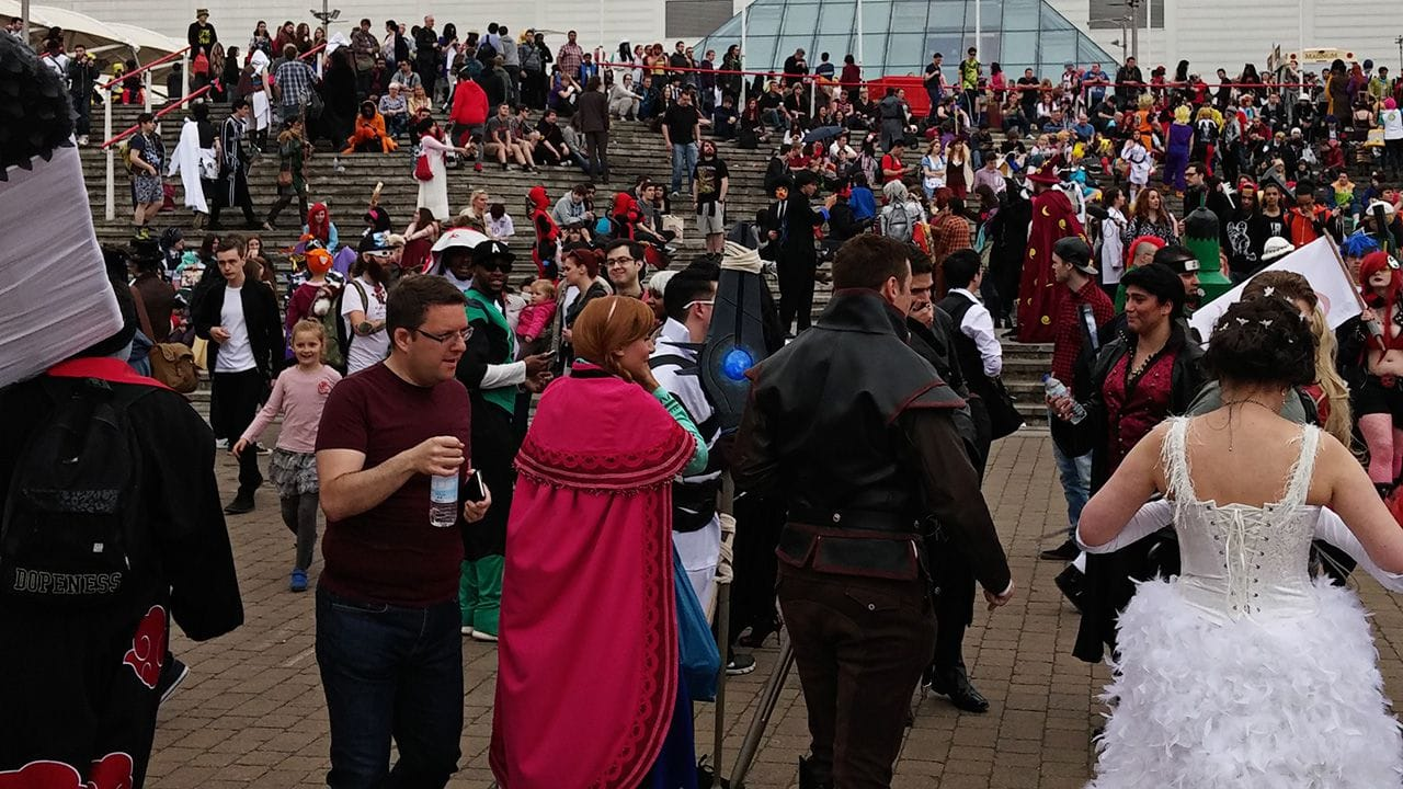 Large crowd of people outside of Comic Con, May 2015.